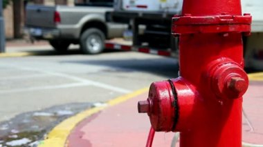 A leaky fire hydrant. — Stock Video