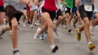Racers at the starting line. — Stock Video