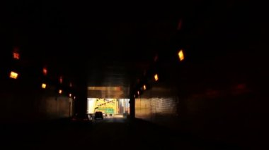 A view of the city of Pittsburgh as you emerge from the Fort Pitt Tunnels. — Stock Video