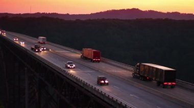Traffic passes over the New River Gorge Bridge spanning the New River at dusk. — Stock Video