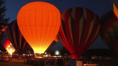 A hot air balloon gets inflated by propane gas. — Stock Video