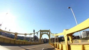 Driving over the Roberto Clemente 6th Street Bridge — Stock Video