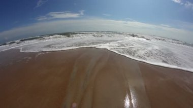 A fisheye look at the surf on a beach. — Stock Video