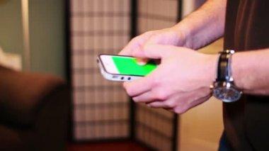 Smartphone Texting — Stockvideo