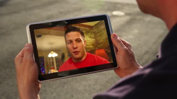 Chat de video en ipad — Vídeo de stock