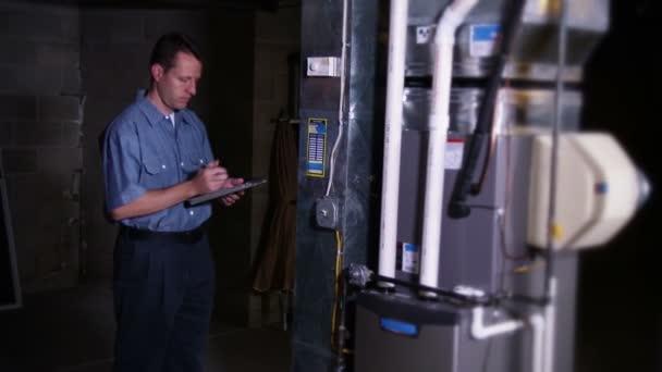 Reparador de horno — Vídeo de stock