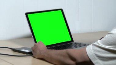 Green Screen Laptop — Stockvideo