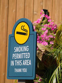 A sign for a smoking permitted area — Stock Photo