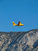 Airplane flying over mountain — Stock Photo