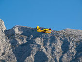 Fire fighter airplane flying near mountain — Stock Photo