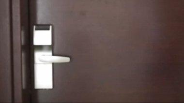 Entering door in hotel room — Stock Video