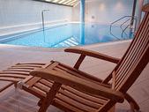 Hallenbad mit sauberen blauen wasser — Stockfoto