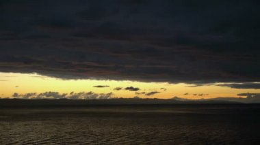 Sunset on sea with clouds timelapse — Stock Video