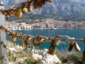 Love padlocks with mediterranean city in background — Stock Photo