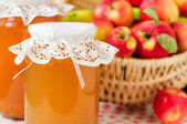 Canned Apple Juice and Apples in Basket — Стоковое фото