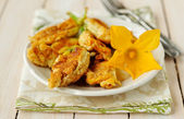 Fried stuffed zucchini flowers — Stock Photo
