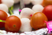 Mozzarella sera i pomidora canape przekąska — Zdjęcie stockowe