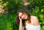 Krásná romantická žena venku — Stock fotografie