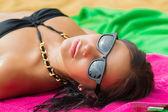 Woman on beach gets sun tan — Stock Photo