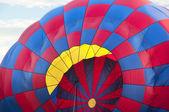 Blåsa upp en luftballong — Stockfoto