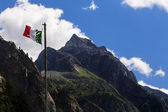Italian flag on moutains — Stock Photo