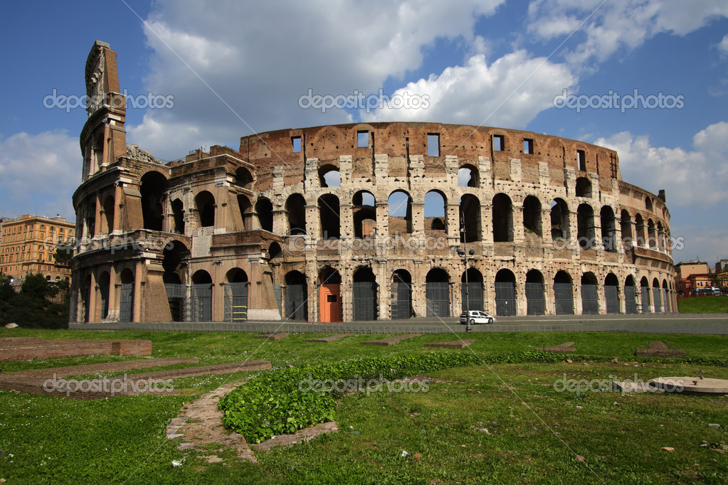 Ruins of the Collosseo of an ancient Roman construction for entertainments.  — Stock Photo #13811071