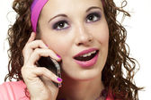 Dívka v neonu na mobilním telefonu — Stock fotografie