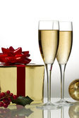 Image of white wine with gift box — Stock Photo