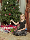 Girl sitting in front of tree — Stock Photo