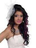 Mooie vrouw dragen witte kostuum en witte hoofddeksels — Stockfoto