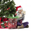 Happy elementary girl holding her christmas gift - Foto Stock