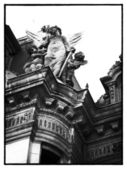 Low angle shot of statue on building — Stock Photo