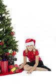 Portrait eines glücklichen mädchens mit ihrem weihnachtsgeschenk — Stockfoto