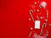 关闭与快乐假期标记的破碎的糖果枪 — 图库照片