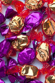 Close up view of golden and purple hard candies randomly arrange — Stock Photo