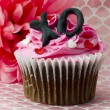 View of strawberry cupcake with alphabets inscribed with cream — Stock Photo
