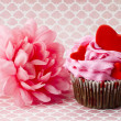 View of strawberry cupcake with heart shape and pink flower — Stock Photo
