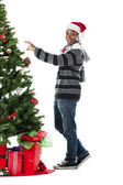 Man dressing a christmas tree — Stok fotoğraf