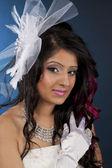 Porträt eine schöne junge indische frau lächelnd — Stockfoto
