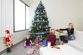 View of a sister giving christmas present to her brother — Fotografia Stock