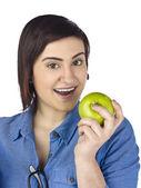 青リンゴとかわいい女 — ストック写真