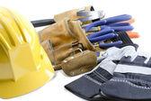 Nahaufnahme schuss gelben mütze handschuhe und tool-gürtel — Stockfoto