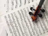 Peg box of a violin with music sheet — Stock Photo