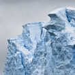Iceberg on antarctic ocean — Stock Photo