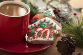 Gingerbread house and coffee — Stock Photo
