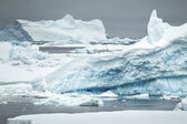 Iceberg in the antarctic ocean — Stock Photo