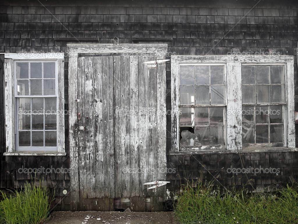 Image d 39 une porte d 39 entr e et fen tres en mauvais tat - Largeur d une porte d entree ...