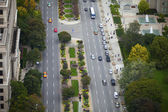 Elevated view of road with cars and trees — Stock Photo