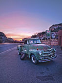 Old truck in zion national park — Stock Photo