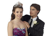 Crowning the prom queen — Stock Photo